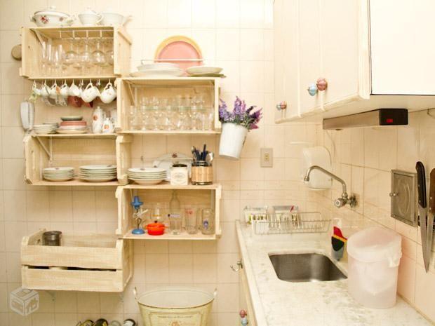 Organizando a cozinha com caixotes de madeira! <3