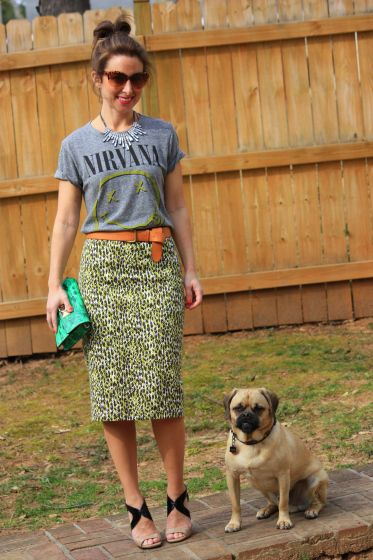 How to wear graphic tees with pencil skirts