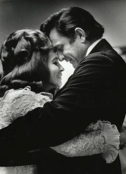 ❤Johnny Cash & June Carter❤ I wanna love like johnny and June.