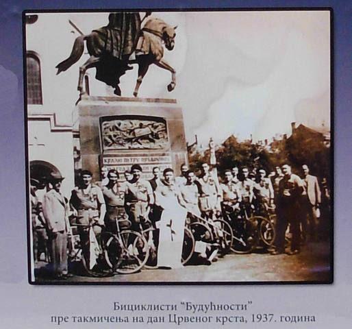 """#Biciklisti """"Budućnosti"""" 1937.godine pre takmičenja na dan Crvenog krsta #zrenjanin #nagybecskerek https://flii.by/file/ravz4w05vz3/"""