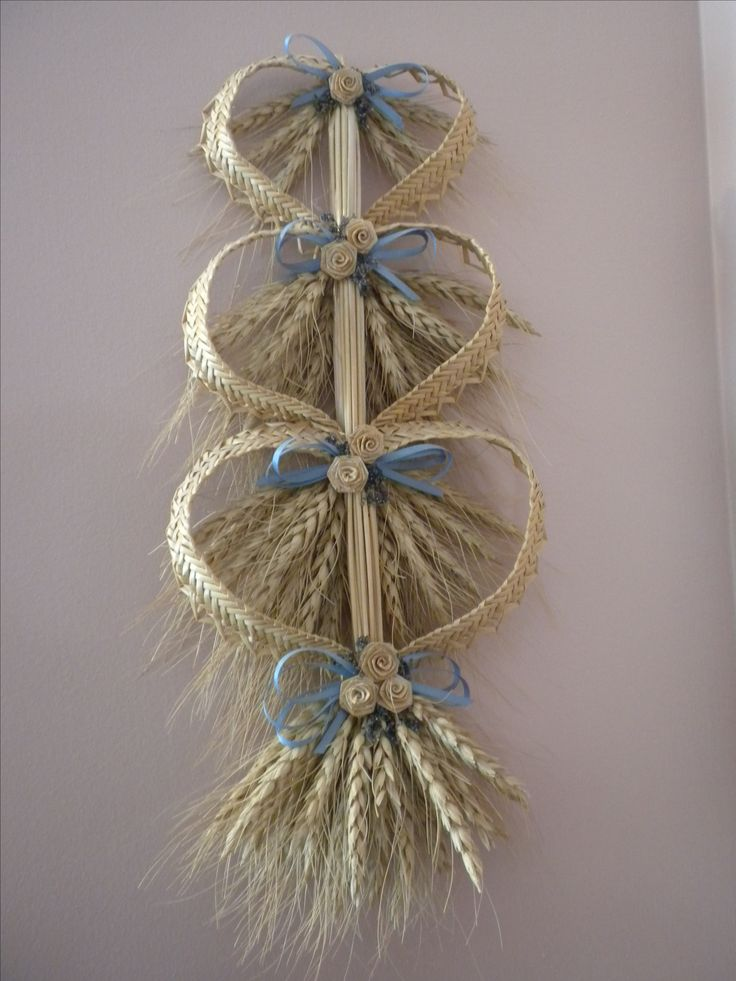 Triple heart wheat weaving with blue bows and roses.