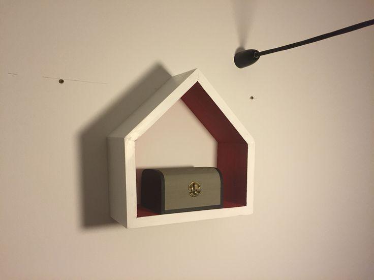 House shape shelf