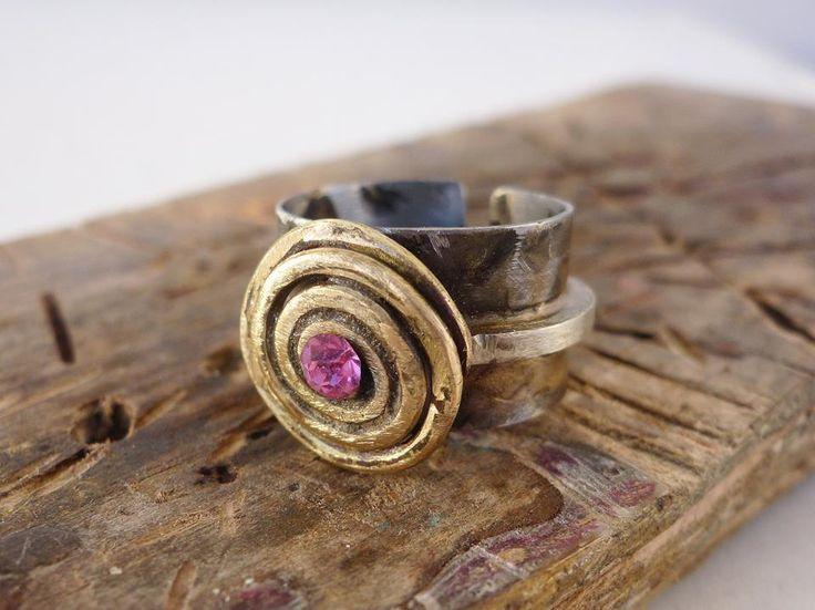 Σφυρήλατο δαχτυλίδι από αλπακά, μπρούτζο, και κρύσταλλο σβαρόφσκι