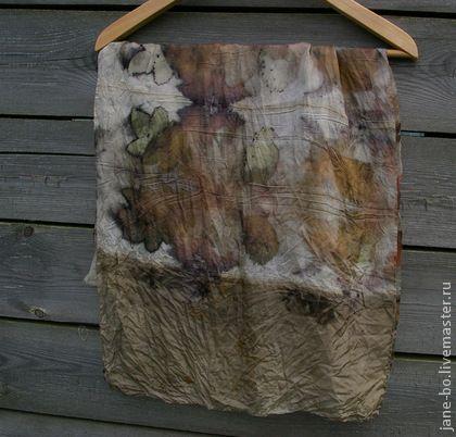 Шарф шелковый `Клены` эко принт растительное крашение. Шелковый летний шарф. Окрашен натуральными красителями - листьями растений.    Цветовая гамма приглушенная, не яркая, но благородная, очень органичная - серо-коричневые тона, небоьшие вкрапления темно-лилового, рыжего.