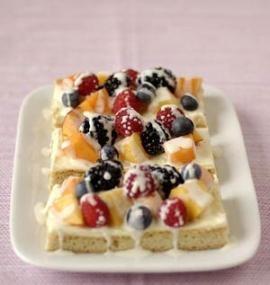 Sweet Summer Fruit Bars // This delicious treat is not your standard fruit bar! #summer #berries #dessert #recipe