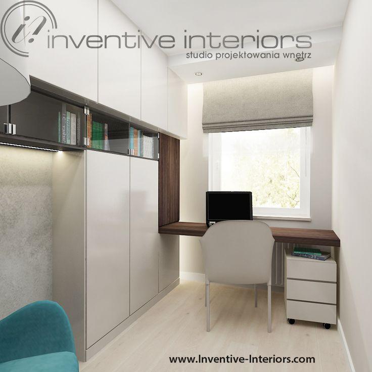 Projekt gabinetu Inventive Interiors - oryginalne biurko z zabudową meblową w przytulnym małym gabinecie