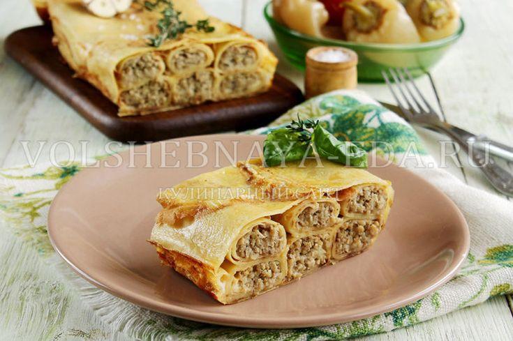 Блинчики-налистники, сложенные в блинный пирог с курицей и грибами, запеченные в духовке со сметанной заливкой, — такое блюдо украсит любое меню!   Блины пекут со времен язычества и чуть ли не у к…