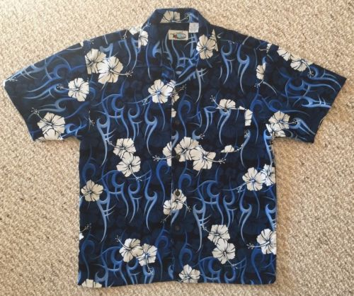 Handsome Hawaiian Print, Short Sleeve, Button Down, Men's Shirt, Ocean Current brand, with front left chest pocket. Very nice navy, cobalt and sky blue tones with white hibiscus blooms. GUC
