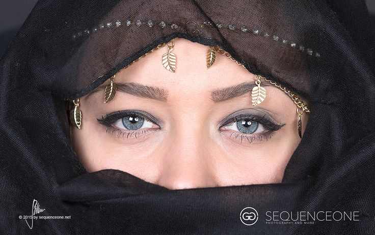 eyes like a deep blue see