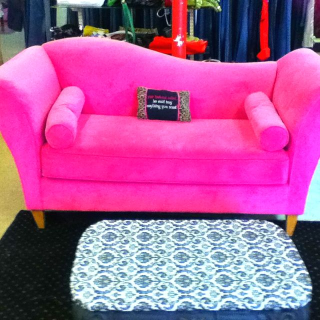 Hot pink couch! I want it so bad
