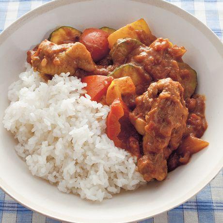 野菜たっぷりチキンカレー | 金丸絵里加さんのカレーの料理レシピ | プロの簡単料理レシピはレタスクラブニュース