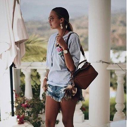 📸 @ninasuess 😎🌸🌾🌺 #lookoftheday #ootd #fashion #denimshorts #whiteshirt #cool #beautifulgirl #fashiondiaries #instadaily #instalife #instalike #instafashion #instagood #followme #lifestyle #love #fashioninmyeyes