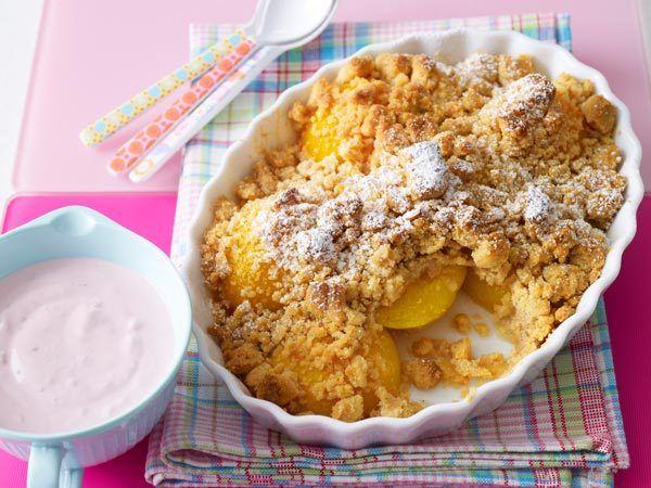 Pfirsiche und Nektarinen: Pfirsich-Crumble mit Zimtstreuseln