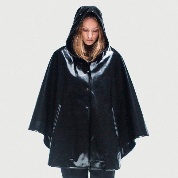 http://raincoatforwomen.com/rubber-raincoats-ladies-fashion/