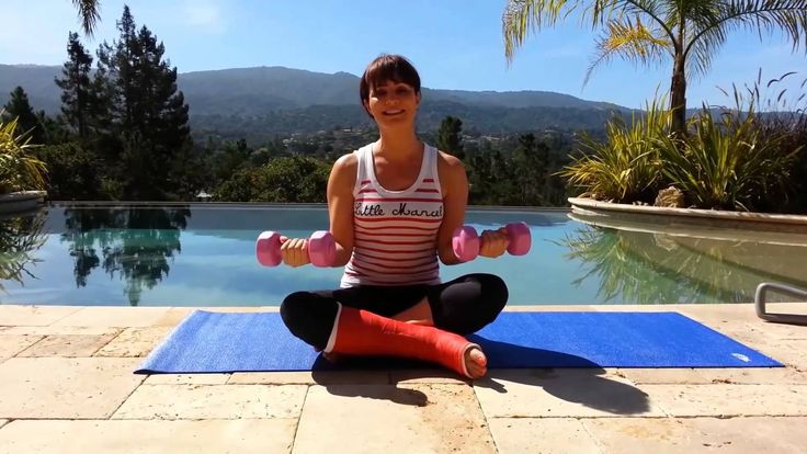 [FR] Faire du sport avec un pied dans le plâtre - Biceps toniques avec L...