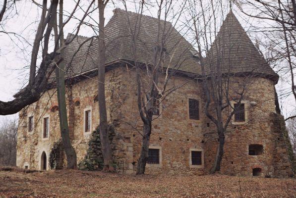 Dwór obronny w Wieruszycach wzniesiony w XV wieku dla rodziny Wieruskich herbu Szreniawa. Obecnie - własność prywatna, w trakcie remontu :)