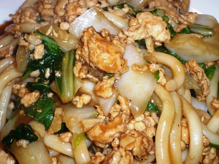Lijkt wel de week van de Udon mie ;-) ... Udon mie met paksoi en kipgehakt in Chan's Sauzen en Marinade .. smakelijke groet, Tammy Wong - Koken Met Specerijen