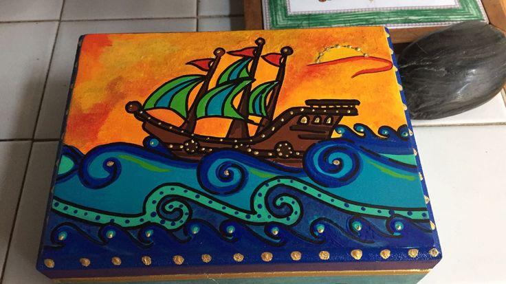 Barco Pirata. Cofre en madera pintado a mano.
