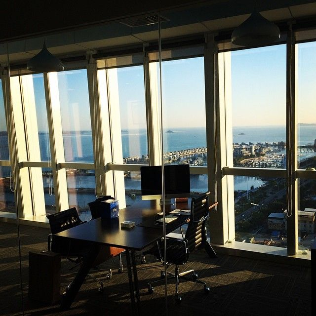 it's not work when u work with this view :-) #best #office in #xiamen #办公室 #厦门 #lifeisgood #iliketheviewfromhere #sunset #落日