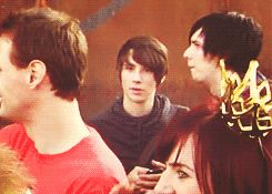 ( Gif) LOOK AT THAT PROTECTIVE BOYFRIEND GLARE PHIL DOES WHEN DAN GETS EMBARSSED TO BE ON CAMERA. ~ SprinkleofPhandom!