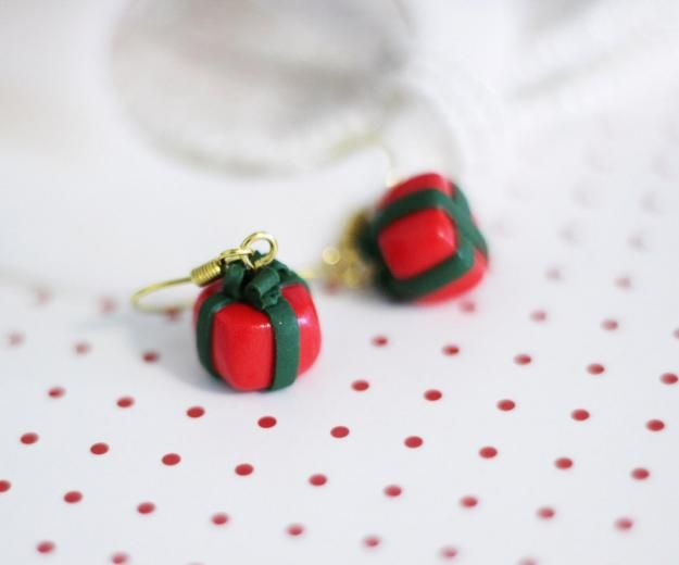 Новогодние серьги ручной работы. Серьги подарки, серьги хендмейд, серьги из полимерной глины, подарки, красный, зеленый, праздничная упаковка, ленточки