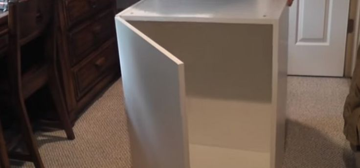 Mu� spojil sedem kuchynsk�ch IKEA skriniek a spravil kr�snu poste� pre svoju dc�ru