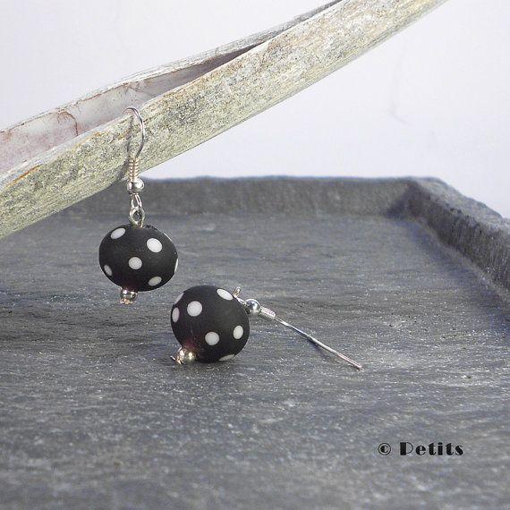 Violet Pois Sugar:  Orecchini con perle a lume di LampworkAndMore