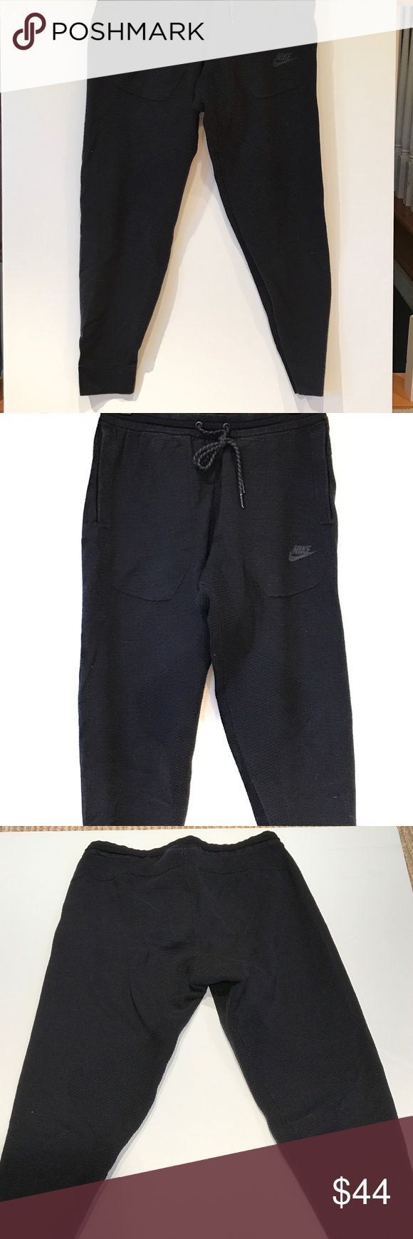 Men's workout Nike pant Men's drawstring fitted workout sweatpants with stretch fabric in crotch going down inner thing to elastic bottom.•Very breathable fabric•has pockets Nike Pants Sweatpants & Joggers