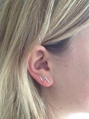 Hier worden wij blij van! De echt zilveren staafjes oorsteker nu ook in mini uitvoering, leuk voor het tweede gaatje of als kinderoorbel! Online en in de winkel verkrijgbaar