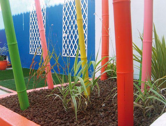 Complètement et à l'extrême cannes bambous colorées   idée décoration jardin   Pinterest @ZV_63
