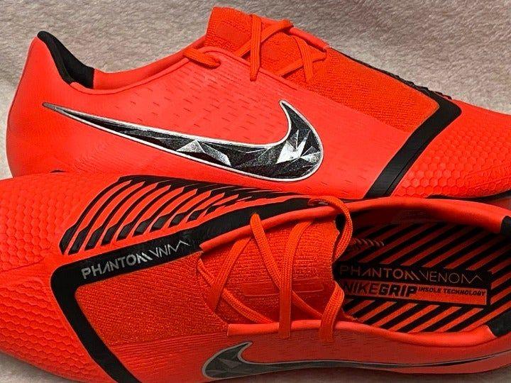 Electrizar Peregrino versus  NIKE Phantom Venom Elite FG ACC Crimson/Black Soccer Cleats AO7540-600 $250  Manufacturer: NIKE Model: Phantom Name: Venom Elite… | Soccer cleats, Nike  cleats, Nike