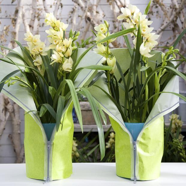 dekoracja stołu, osłonka na wazon, kwiaty na komunię, dekoracja stołu
