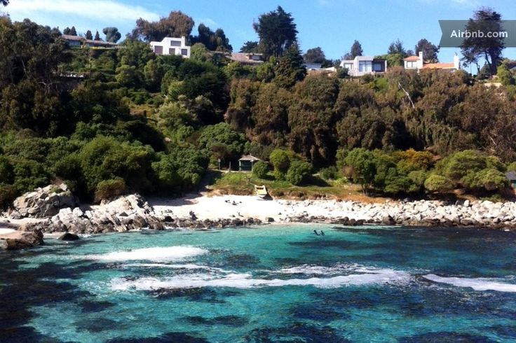House in Zapallar, Chile. Cachagua is a GREAT beach place about 2 hours by car from Santiago,its surroundings just gorgeous. Just relax or enjoy outdoor activities close by: seaside golf course, tennis, horseback riding,cycling, trekking, surfing, great seafood and above a...