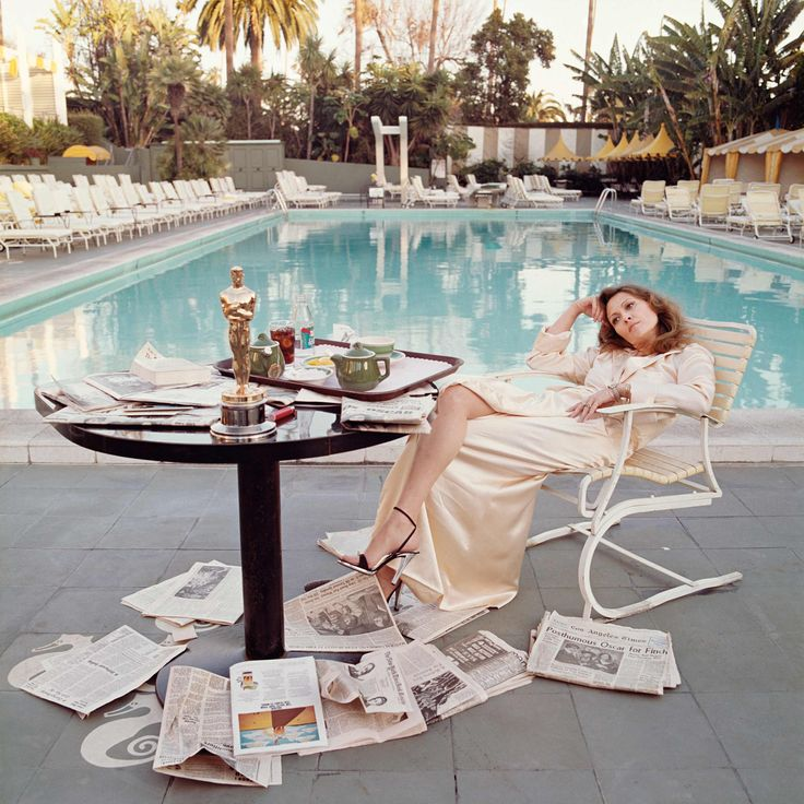 Faye Dunaway, 1977, day after she won her Oscar for Network. I just love this pic of her at the Beverley Hills Hotel.