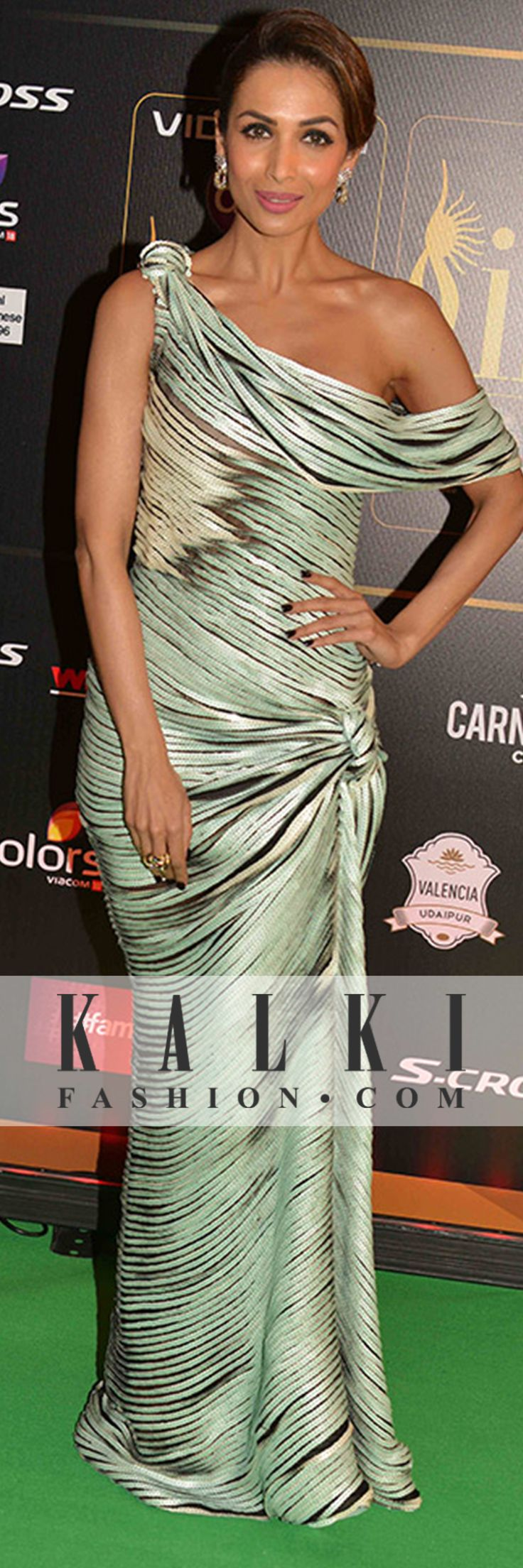 Malaika Arora Khan: Dressed in an off shoulder gown, she was seen sizzling with hotness at the Iifa 2015