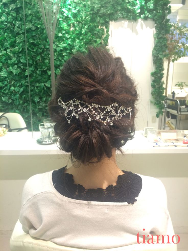 色々なヘッドアクセを合わせたナチュラルスタイル♡沖縄挙式のご新婦様♡リハーサル |大人可愛いブライダルヘアメイク『tiamo』の結婚カタログ