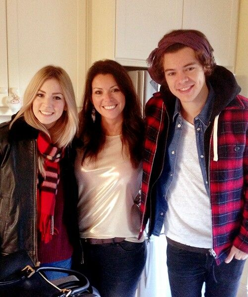 Harry looks so gorgeous in this picture<<< no they ALL look gorgeous in this picture