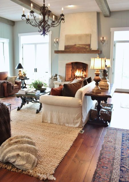Big fireplace // Pretty farmhouse style living room