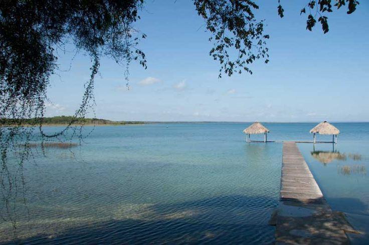 Deși vara se apropie tot mai mult de final, asta nu înseamnă că nu te mai poți bucura de plaje însorite și ape cristaline. Ți-am pregătit o listă cu destinații exotice, numai bune pentru vacanța de toamnă. Lacul Peten Itza, Guatemala Una dintre cele mai îndrăgite destinații exotice de toamnă de care te vei îndrăgosti cu siguranță este Lacul Peten Itza.   #care #de #evadezi #exotică #în #locuri #SĂ ... #toamna #vacanta