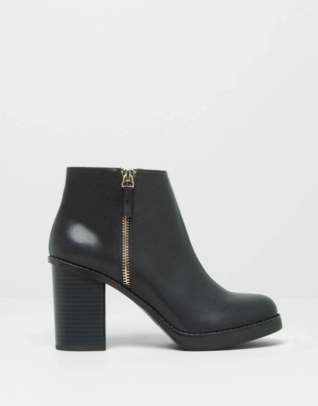Pull&Bear - sapatos - · botas e botins - botins com salto e fecho - preto - 15255311-I2014