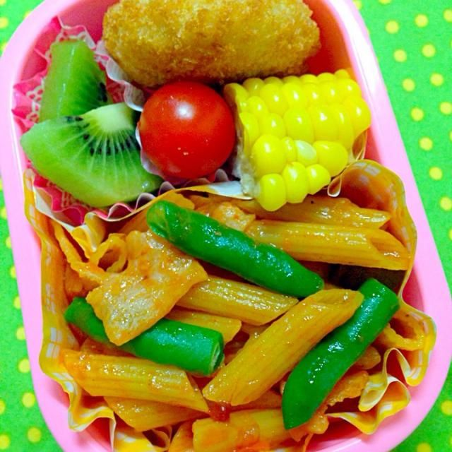 トマトソースのペンネ とうもろこし コロッケ(冷食) キウイ  今日は朝、ごはんを炊かなかったので、ペンネ弁当。 やはり食べにくかったか、制服がトマトソースまみれ… - 17件のもぐもぐ - 7月9日幼稚園お弁当 by naoko