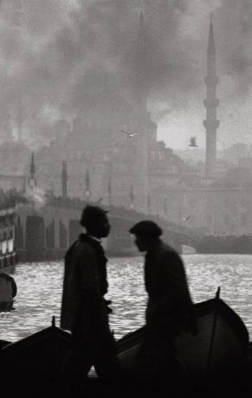 Lost In Istanbul, 1955. Photo by Ara Güler