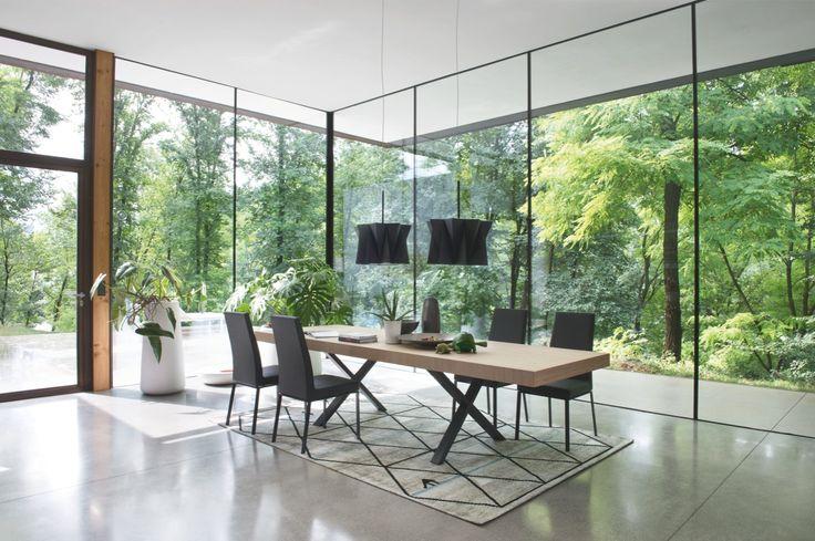 Beautifull Axel table.
