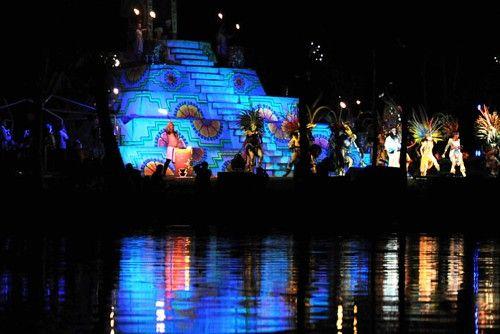 La leyenda de la llorona en Xochimilco - Estremécete en este paseo en el cual conocerás la verdadera historia de La Llorona, un evento clásico de Día de Muertos que no te puedes perder. Los boletos se pueden comprar a través de Ticketmaster. Este espectáculo busca difundir las riqueza de Xochimilco a través de diferentes expresiones artísticas, creando así un espectáculo de música, danza y teatro único que se ha vuelto una tradición en esta temporada.     Cuándo: Del 6 de octubre al 19  de…