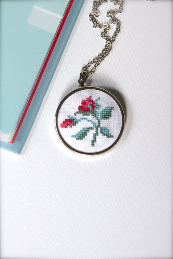Hand embroidered floral necklace - Flower necklace - Cross stitch necklace…