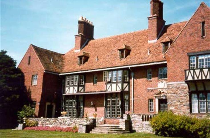 Chimney Crest Manor in Bristol, Connecticut | B&B Rental