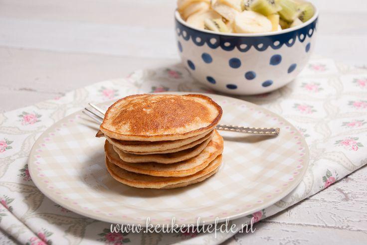 Deze gezonde pannenkoekjes met havermout en yoghurt smaken heerlijk bij het ontbijt, of als lunchgerecht. Lekker met een kommetje vers fruit. Een heerlijk