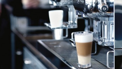 The precision of Nespresso for professionals has a name - Aguila. A Cyber-Barista that filters, heats and foams milk at a startling rate.