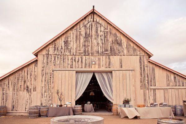 Wesele w stodole Jak i gdzie je zorganizować zdjęcie: Mark Brooke