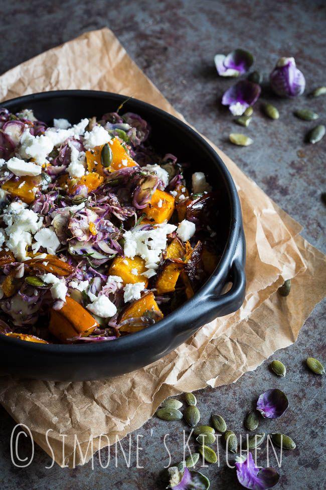 MC approved!  Deze lekkere winterse spruitjes salade met pompoen en feta is heerlijk als lunch gerecht maar kan ook prima als lichte maaltijd